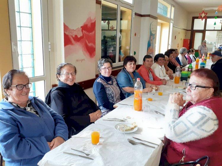 Fajã da Ovelha reuniu cerca de 120 idosos em almoço de Reis